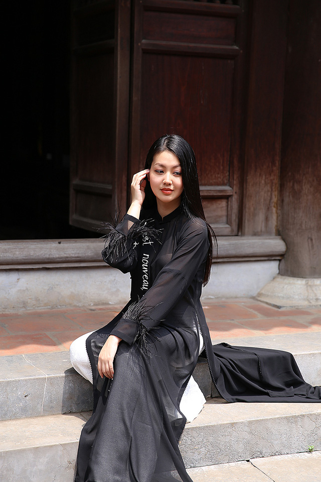 MC Hồng Nhung duyên dáng trong áo dài cách tân - Ảnh 4.