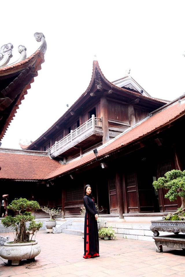 MC Hồng Nhung duyên dáng trong áo dài cách tân - Ảnh 2.