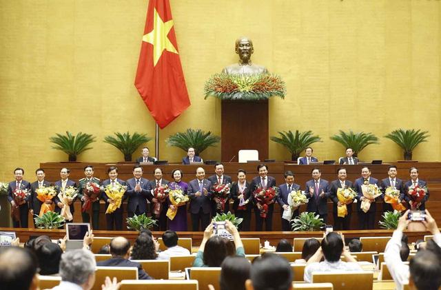 Quốc hội phê chuẩn bổ nhiệm 2 Phó Thủ tướng và 12 Bộ trưởng, trưởng ngành - Ảnh 16.