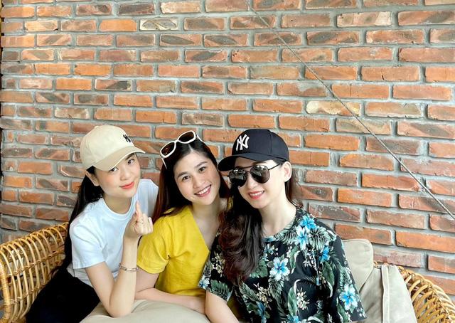 Dàn BTV, MC tuần qua: Thụy Vân đọ sắc với NSND Thu Hà, Mạnh Khang khoe mẹ xinh đẹp - ảnh 9