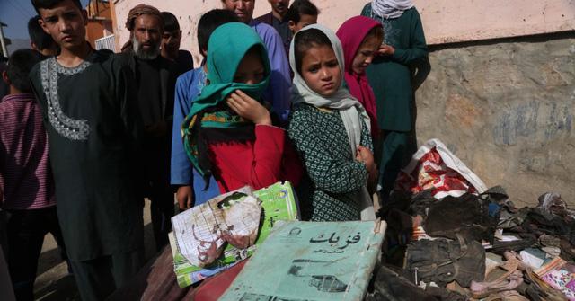 Số nạn nhân tử vong trong vụ nổ bom ở trường học Afghanistan tăng lên 68, 165 người bị thương - Ảnh 2.