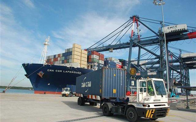 Đề xuất tăng giá dịch vụ bốc dỡ container tại cảng biển - Ảnh 1.