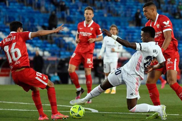 Real Madrid 2-2 Sevilla: Chia điểm kịch tính - Ảnh 2.