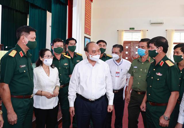 Chủ tịch nước tiếp xúc cử tri, thăm cán bộ chiến sĩ Sư đoàn 317 - Ảnh 1.