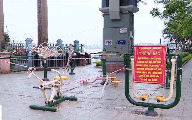 Lập rào chắn ven Hồ Tây để tránh tụ tập đông người - Ảnh 1.