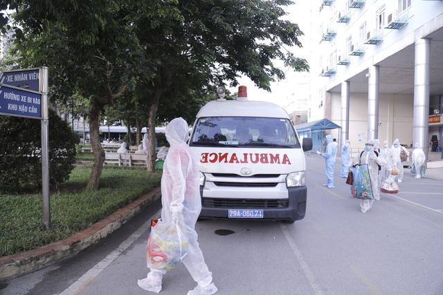 Bệnh viện K chuyển 500 bệnh nhân và người nhà đến khu cách ly - Ảnh 2.