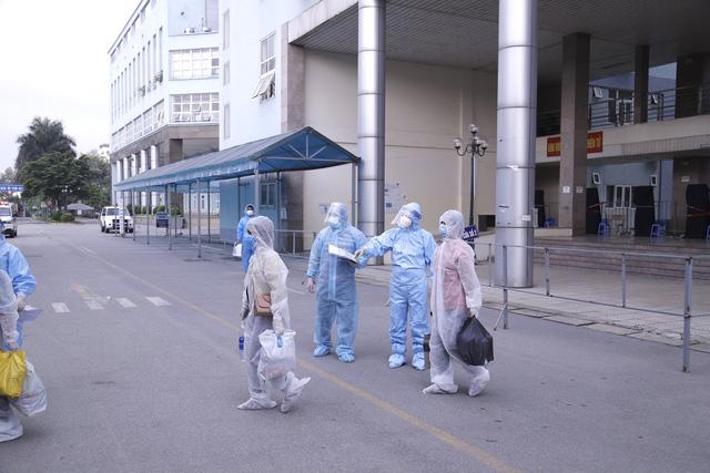 Bệnh viện K chuyển 500 bệnh nhân và người nhà đến khu cách ly - Ảnh 3.
