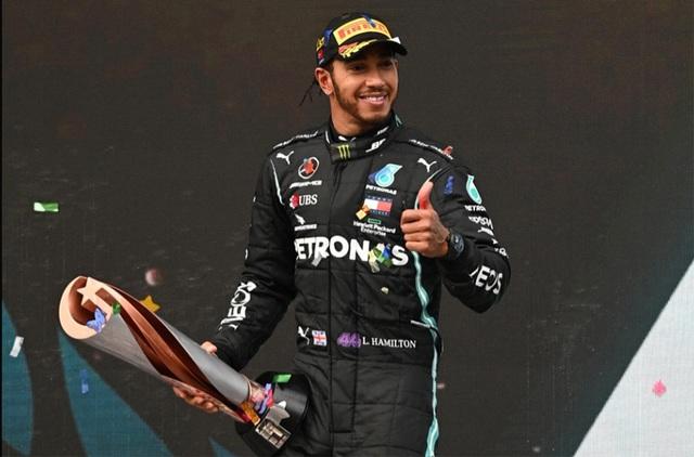 Lewis Hamilton sẵn sàng đàm phán gia hạn hợp đồng với Mercedes - Ảnh 1.