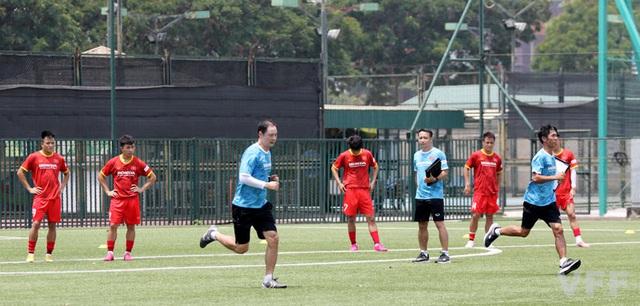 Các cầu thủ ĐT U22 Việt Nam nỗ lực vượt qua bài kiểm tra thể lực - Ảnh 1.