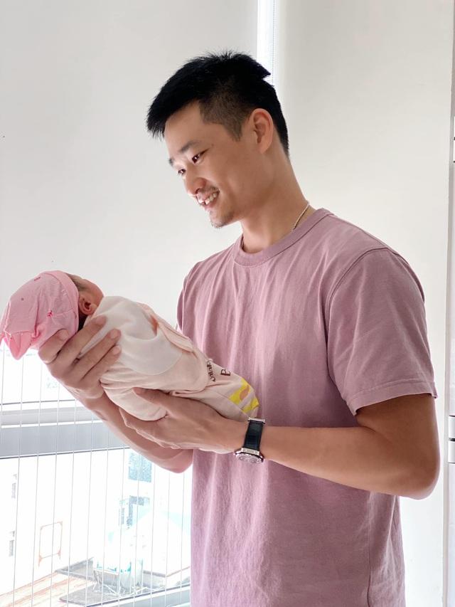 Bảo Thanh hạnh phúc khoe ảnh con gái vừa sinh - Ảnh 1.