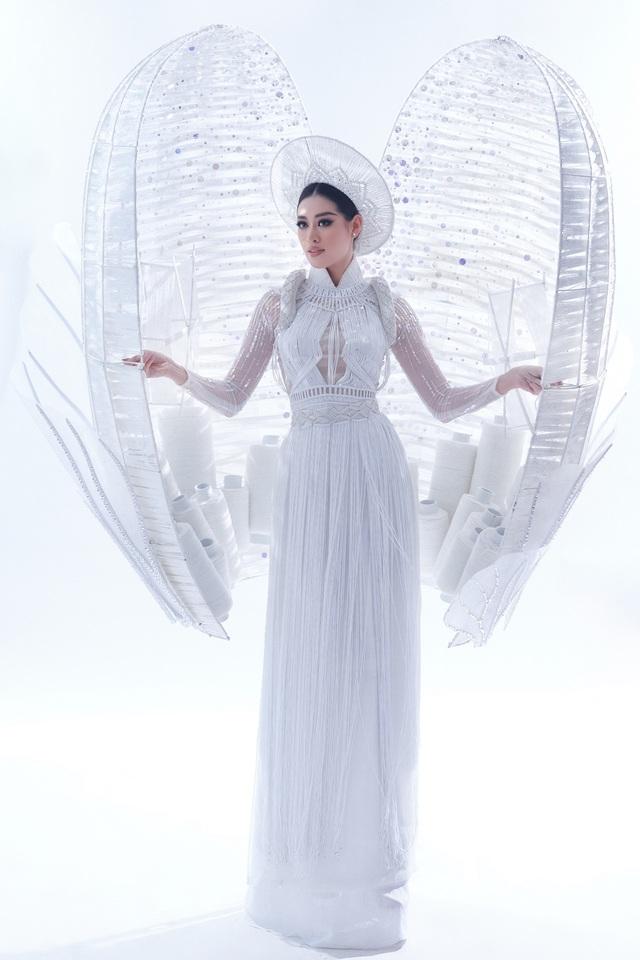 Khánh Vân sẵn sàng trình diễn trang phục dân tộc nặng 30kg tại Miss Universe - Ảnh 1.