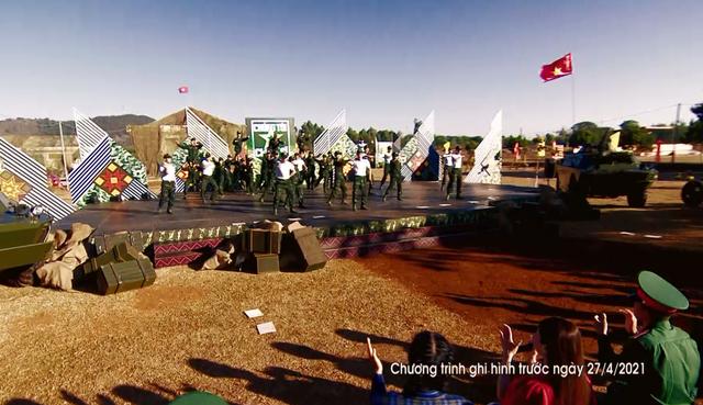 Hoa hậu HHen Niê và ca sĩ Hải Yến khuấy động Chúng tôi chiến sĩ 2021 - Ảnh 1.