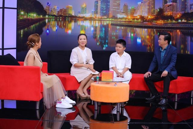 MC Ốc Thanh Vân ngưỡng mộ cách người mẹ rèn con tính tự lập, nỗ lực học tập từ những năm đầu đời - Ảnh 3.
