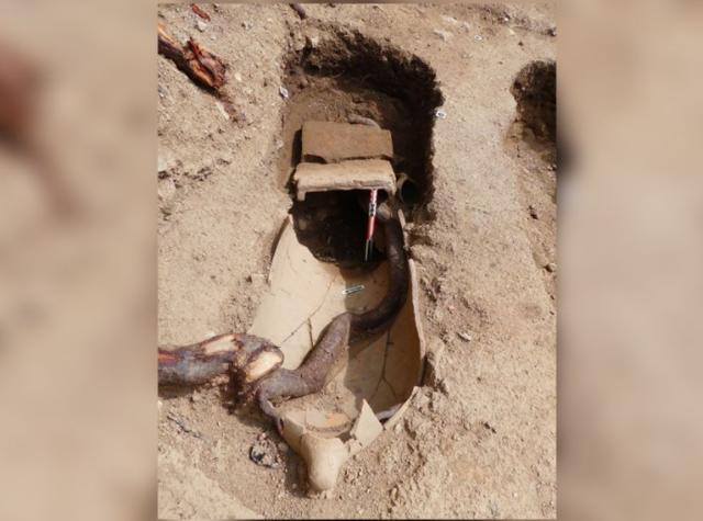 Phát hiện 40 mộ cổ với hài cốt chôn trong bình - Ảnh 1.