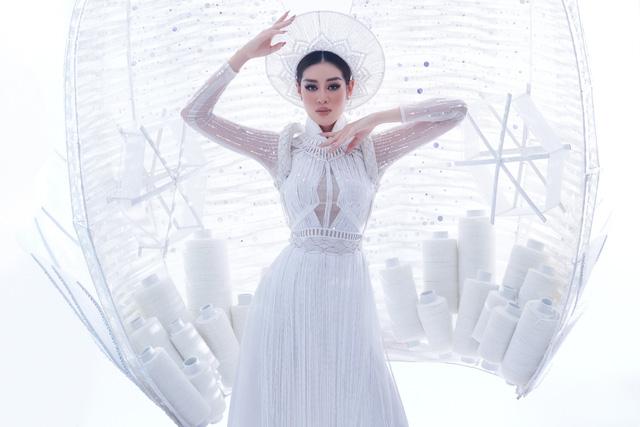 Khánh Vân sẵn sàng trình diễn trang phục dân tộc nặng 30kg tại Miss Universe - Ảnh 8.