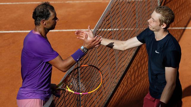 Ngược dòng vất vả trước Shapovalov, Nadal tiến vào tứ kết Italia mở rộng 2021 - Ảnh 3.