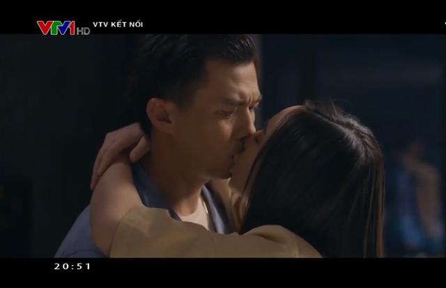 Quỳnh Kool bối rối khi đóng cảnh hôn với Hà Việt Dũng - Ảnh 1.