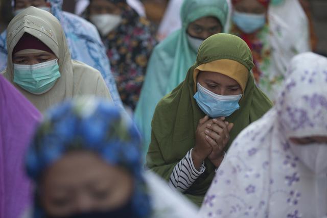 Người Hồi giáo trên khắp thế giới bắt đầu lễ Eid al-Fitr trong bối cảnh dịch bệnh COVID-19 - Ảnh 3.