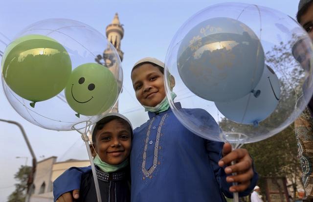 Người Hồi giáo trên khắp thế giới bắt đầu lễ Eid al-Fitr trong bối cảnh dịch bệnh COVID-19 - Ảnh 2.