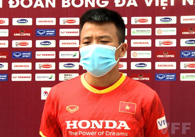 Các tuyển thủ U22 Việt Nam nỗ lực bắt nhịp với giáo án của ban huấn luyện - Ảnh 1.