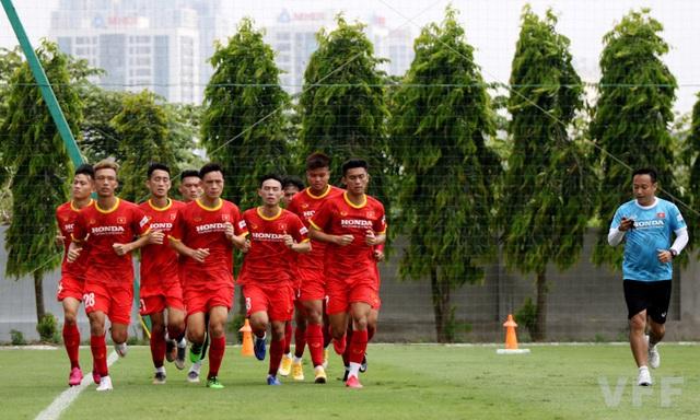 Các tuyển thủ U22 Việt Nam nỗ lực bắt nhịp với giáo án của ban huấn luyện - Ảnh 6.