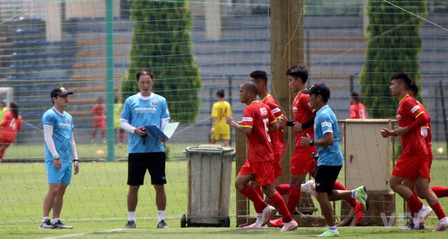 Các tuyển thủ U22 Việt Nam nỗ lực bắt nhịp với giáo án của ban huấn luyện - Ảnh 5.