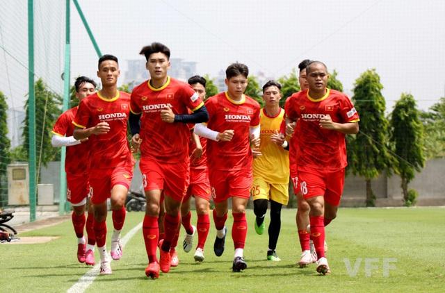 Các tuyển thủ U22 Việt Nam nỗ lực bắt nhịp với giáo án của ban huấn luyện - Ảnh 4.