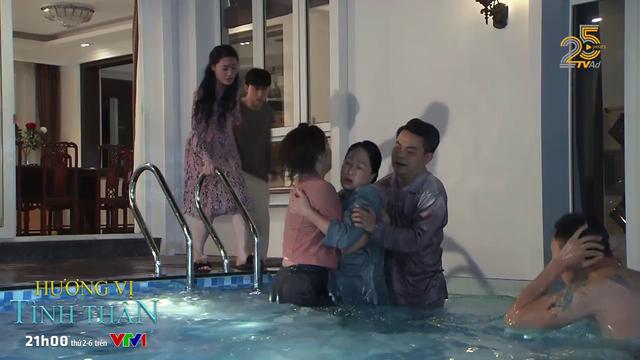 Hương vị tình thân - Tập 19: Long gạ Nam bơi, bà Dần lao xuống bể đánh tới tấp - Ảnh 4.