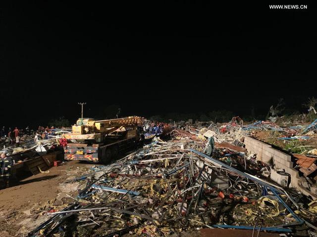 Hai trận lốc xoáy càn quét Trung Quốc khiến 7 người thiệt mạng, hàng trăm người bị thương - Ảnh 2.