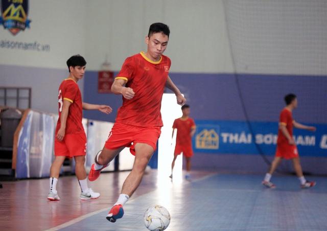 ĐT Futsal Việt Nam chốt danh sách đi UAE đá play-off tranh vé dự World Cup - Ảnh 1.