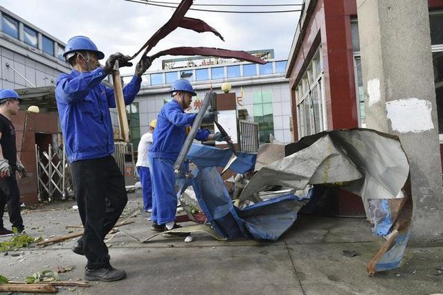 Hai trận lốc xoáy càn quét Trung Quốc khiến 7 người thiệt mạng, hàng trăm người bị thương - Ảnh 3.