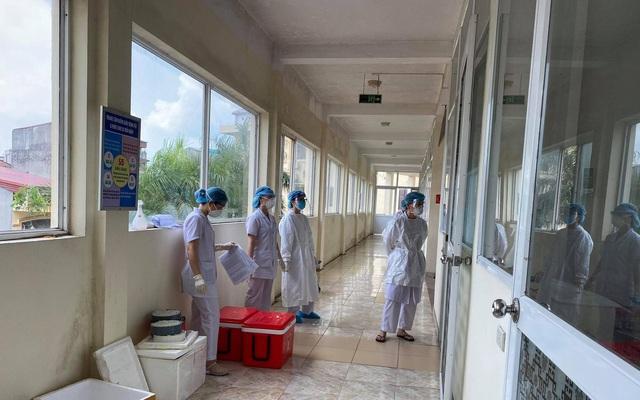 Gần 800 giáo viên, học sinh Bắc Giang phải cách ly tập trung - Ảnh 2.