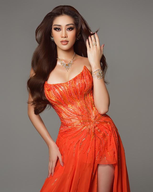 Bán kết Miss Universe: Khánh Vân trình diễn thần thái trong trang phục dạ hội - Ảnh 3.