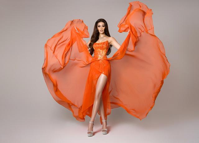 Bán kết Miss Universe: Khánh Vân trình diễn thần thái trong trang phục dạ hội - Ảnh 2.