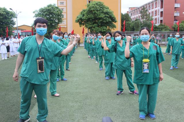 Quảng Ninh cử 200 nhân viên y tế hỗ trợ Bắc Giang phòng, chống dịch COVID-19 - Ảnh 1.