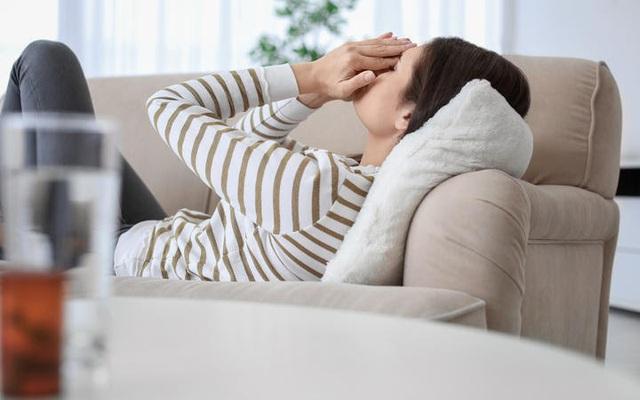Phân biệt triệu chứng của COVID-19 và mệt mỏi thông thường - Ảnh 2.