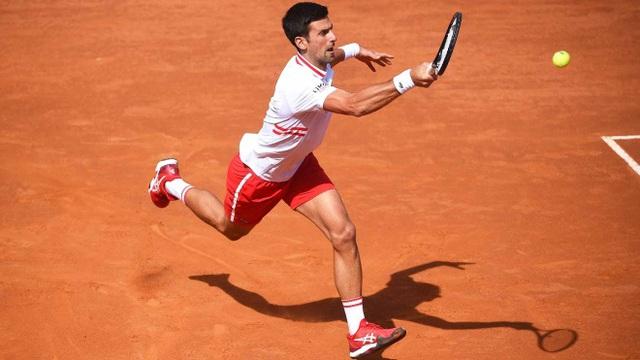 Ngược dòng ngoạn mục hạ Tsitsipas, Djokovic vào bán kết Italia mở rộng - Ảnh 2.