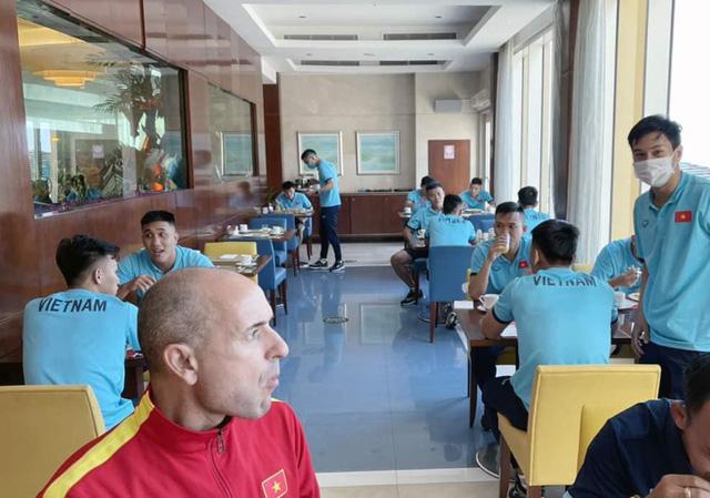 ĐT Futsal Việt Nam có mặt tại UAE, sẵn sàng tranh vé dự VCK FIFA Futsal World Cup - Ảnh 2.