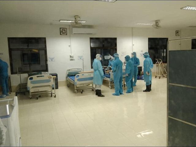 Chuyên gia y tế Việt Nam cấp cứu bệnh nhân COVID-19 tại Bệnh viện Phonthong (Lào) - Ảnh 1.