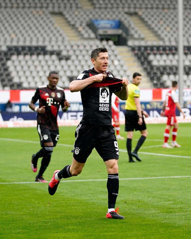 Lewandowski cân bằng kỷ lục tồn tại 49 năm ở Bundesliga - Ảnh 2.