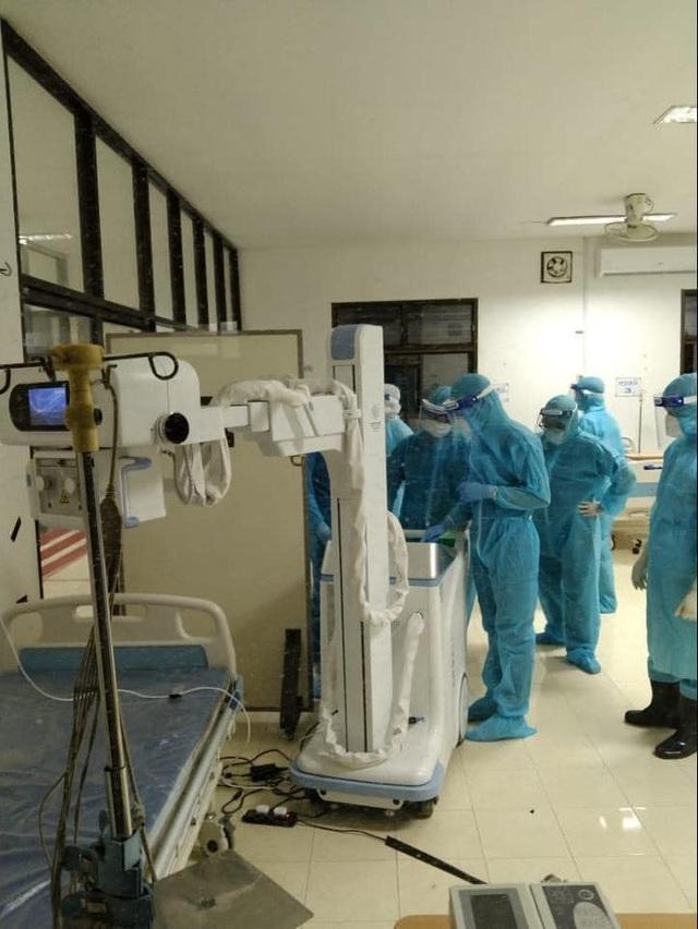 Chuyên gia y tế Việt Nam cấp cứu bệnh nhân COVID-19 tại Bệnh viện Phonthong (Lào) - Ảnh 2.