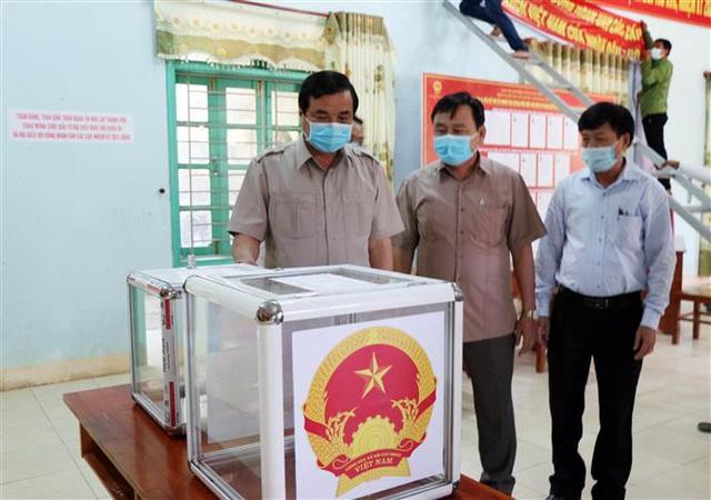 Bầu cử sớm ở vùng biên giới - Ảnh 4.