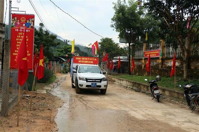 Bầu cử sớm ở vùng biên giới - Ảnh 2.