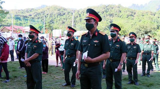 Cử tri 6 xã huyện Nam Giang (Quảng Nam) phấn khởi đi bỏ phiếu trong ngày bầu cử sớm - Ảnh 1.