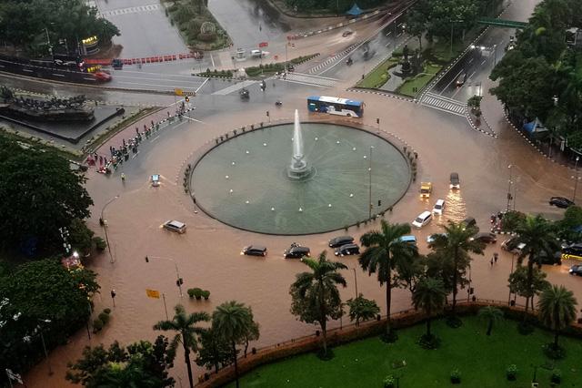 Thủ đô Jakarta của Indonesia đứng đầu thế giới về rủi ro môi trường - Ảnh 1.