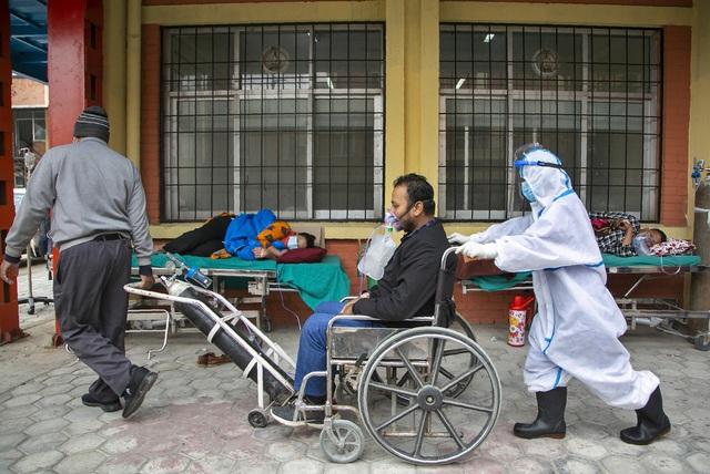 Lây nhiễm trong gia đình khiến số ca mắc COVID-19 tăng nhanh tại Nepal - Ảnh 1.