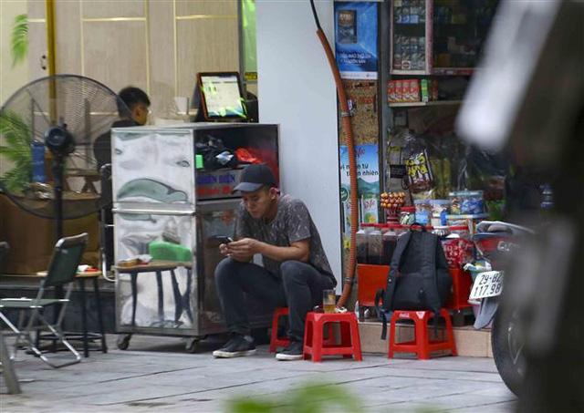 Hà Nội: Nhiều người dân vẫn chủ quan trong phòng, chống dịch COVID-19 - Ảnh 9.