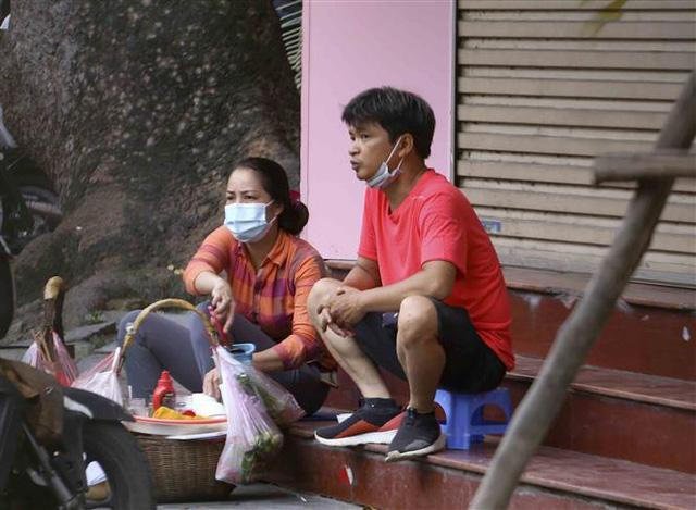 Hà Nội: Nhiều người dân vẫn chủ quan trong phòng, chống dịch COVID-19 - Ảnh 8.