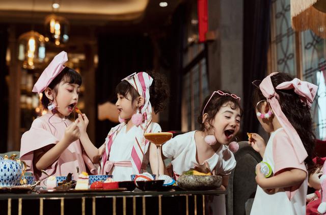 Bộ ảnh thời trang của 4 'quý cô nhí' sành điệu gây sốt - Ảnh 2.
