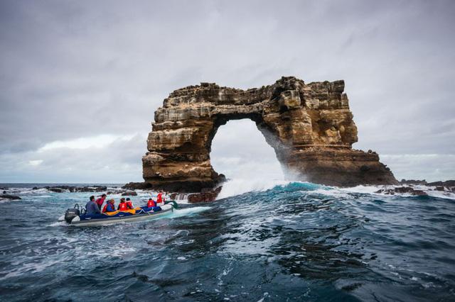 Vòm đá tự nhiên Darwin's Arch nổi tiếng đã sụp đổ - ảnh 1